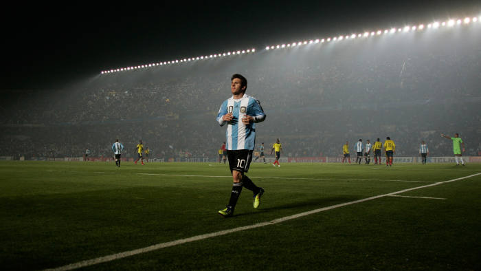Lionel Messi goes to take a corner against Colombia at the Copa América tournament in Santa Fe, July 2011