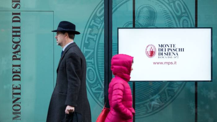 Pedestrians pass a branch of Banca Monte dei Paschi di Siena SpA bank in Rome, Italy, on Friday, Dec. 23, 2016. Italy's government is set to rescue Monte Paschi after the world's oldest lender failed to raise 5 billion euros ($5.2 billion) from the market, in what will be the country's biggest bank nationalization since the 1930s. Photographer: Alessia Pierdomenico/Bloomberg