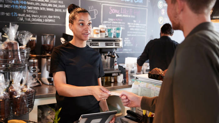 M1N98T Customer Paying In Coffee Shop Using Credit Card