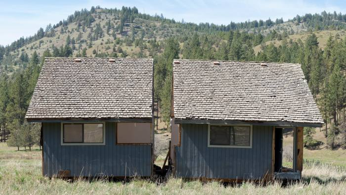 G35GG8 House in two pieces, Ochoco Mountains, Oregon.