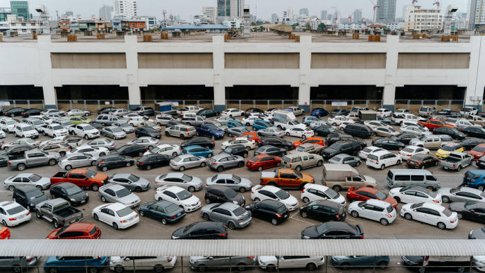 T1RN74 High angle view of parking cars in a parking lot