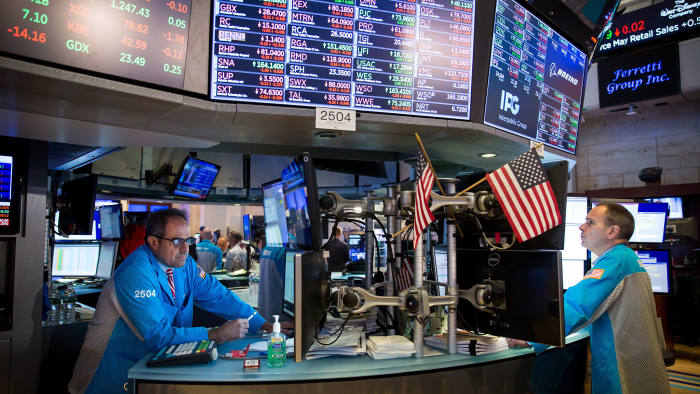 Traders work on the floor of the New York Stock Exchange (NYSE) in New York, U.S., on Friday, June 14, 2019. PetSmart Inc.-controlledChewyInc.surged in its first day of trading after raising $1.02 billion in an initial public offering, as investors bet that pet owners will do more of their shopping online for everything from cat food to doggy sweaters. Photographer: Michael Nagle/Bloomberg