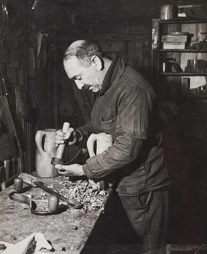 ALEXANDRE NOLL (1890‐1970) in his workshop