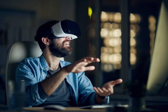 Man testing new app via VR device