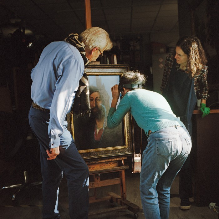 Gillespie at workwith two of his senior accredited conservator-restorers (from left), Majo PrietoPedregal and Maria Giulia Caccia Dominioni