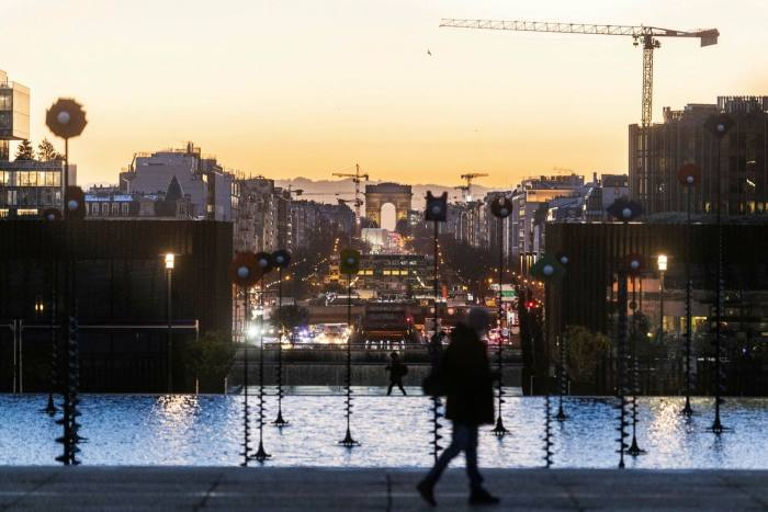 The Arc de Triomphe seen from the La Défensebusiness district in Paris: could some office buildings be converted into homes?