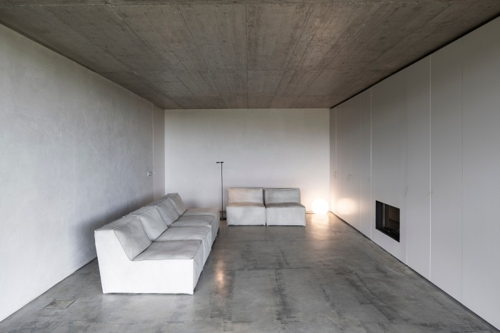 Concrete floors in the living area of Casa na Terra