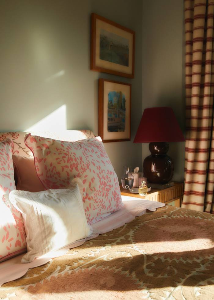 Designer/journalist Rita Konig discusses her obsession with bed linen in The Aesthete