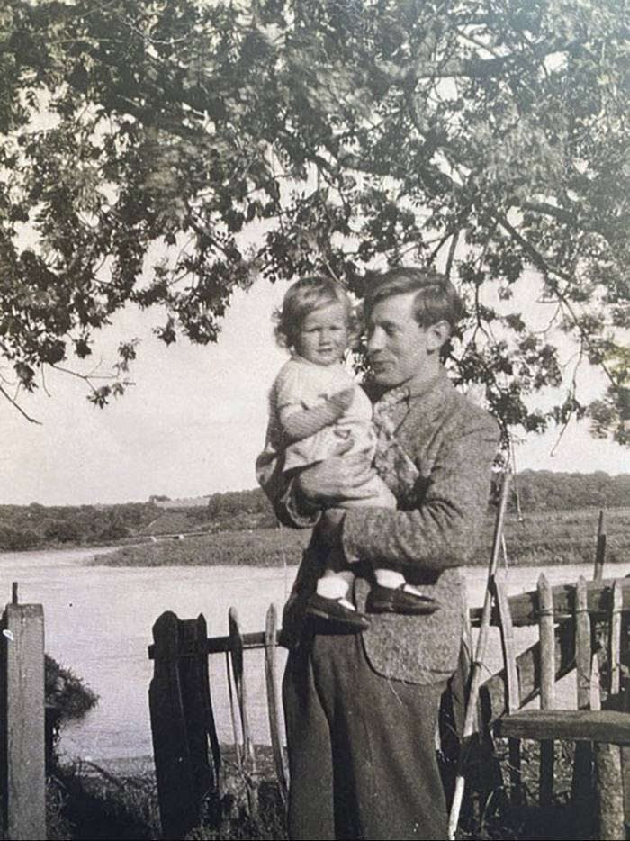 Yasmin David with her biological father, Laurie Lee, inSussex, 1940