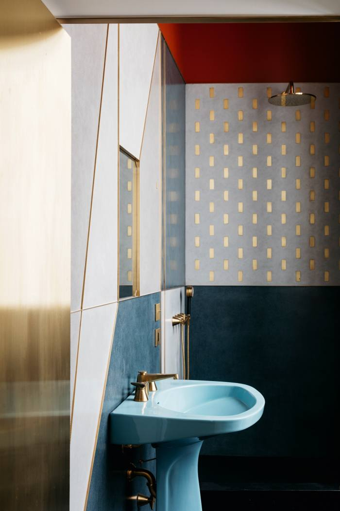 This 1950 sink and taps are also by Ponti