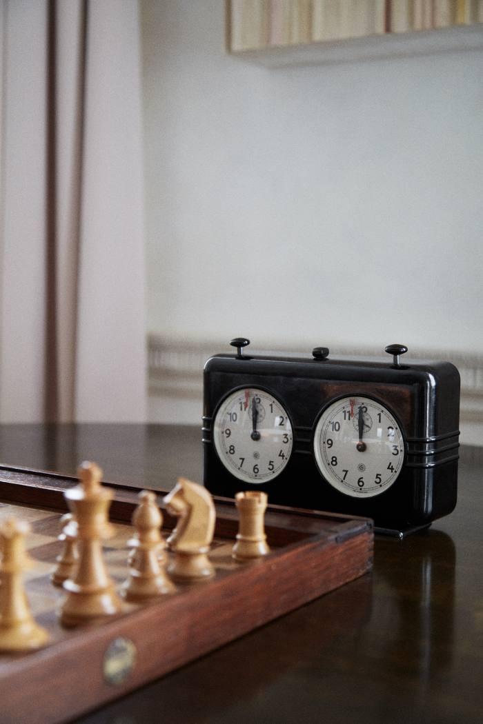 The vintagechess clock that Yokoyamagave her husband, gallerist Jay Jopling