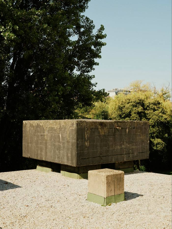 Gravel in the garden and a small concrete plinth